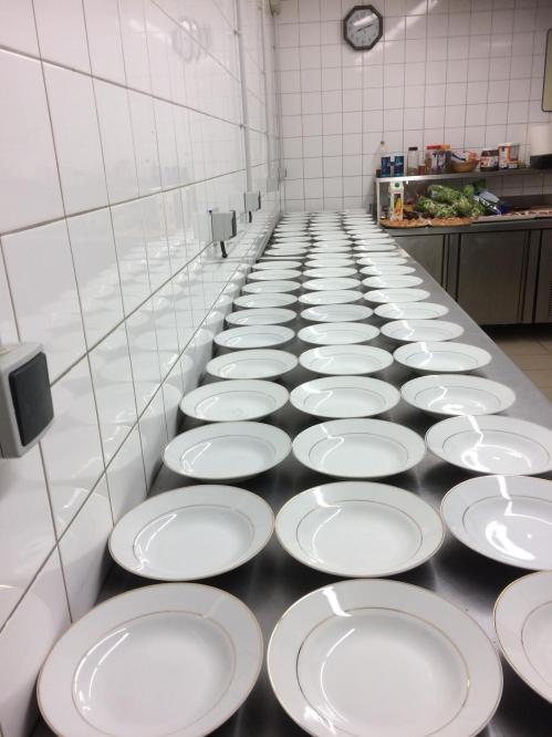 vaste plan de travail en cuisine